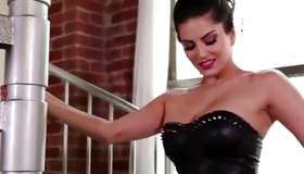 Divine Sunny Leone is looking on her pantoons very sexually uncommon